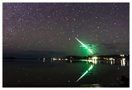 Green meteor fireball captured by amateur photographer over Tasmania
