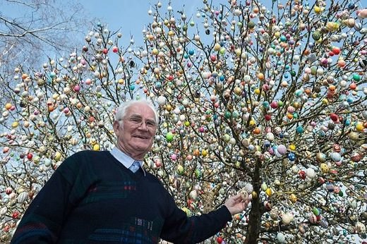 Volker Kraft and his egg tree