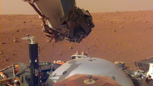 InSight probe sitting on Mars surface