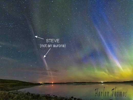 Very rare BLUE auroras and STEVE phenomenon appear in the sky over Calgary, Canada Steve_strip