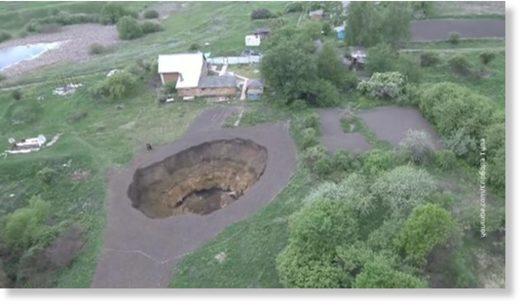 giant_sinkhole_russia.jpg