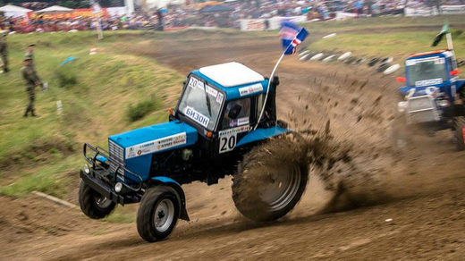 Russia tractor racing