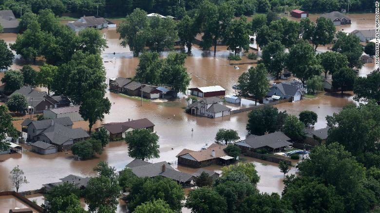 Outstanding At Least 1 000 Homes Flooded In Tulsa As A Foot Of Rain Home Interior And Landscaping Palasignezvosmurscom