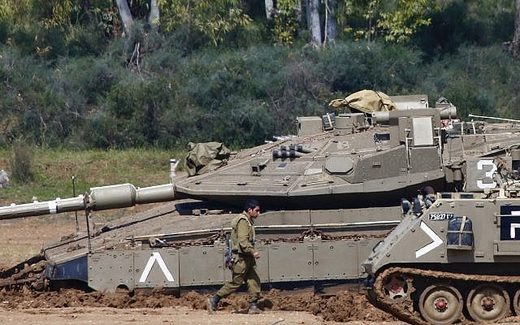 Israel tank near gaza strip