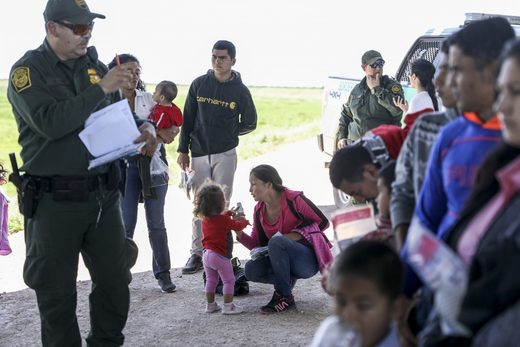 border patrol detains illegal migrant family