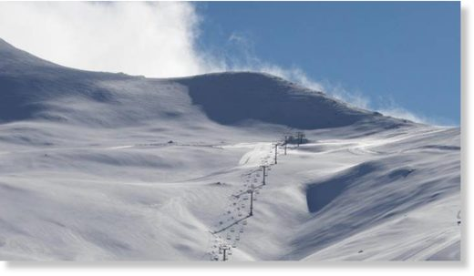 Strong winds and snow drifts forced Mt Dobson skifield to close its access road on Thursday.