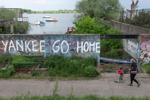 yankee go home anti US graffitee