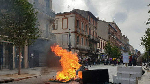 barricade toulouse yellow vest