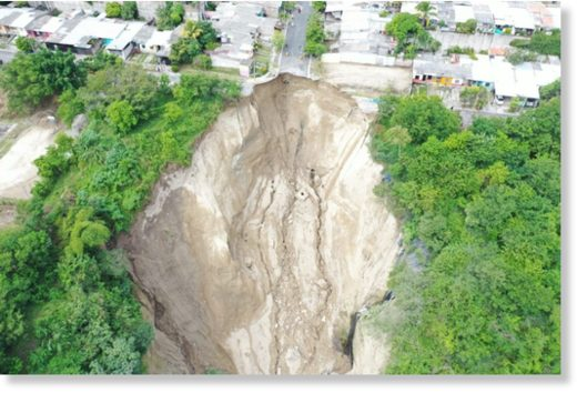 Heavy rain caused a landslide which left a 70 metre deep hole in the residential area of St Lucia, Ilopango, San Salvador department.