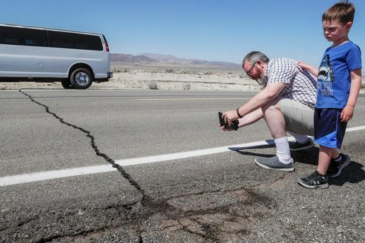 earthquake fault crack Los Angeles Searles valley