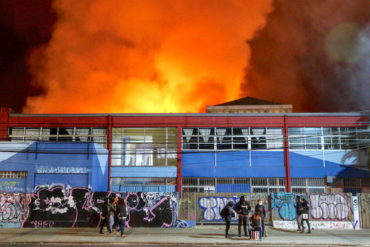 5Smoke_from_a_fire_at_a_superm.jpg