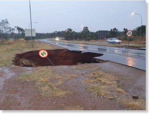 A sinkhole has developed on Snake Road in Benoni in Ekurhuleni.