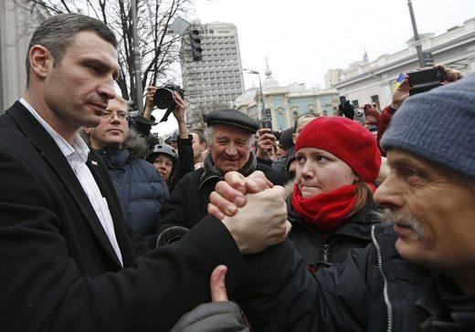Kiev mayor, ex-heavyweight champ Vitali Klitschko investigated over treason & embezzlement in Ukraine