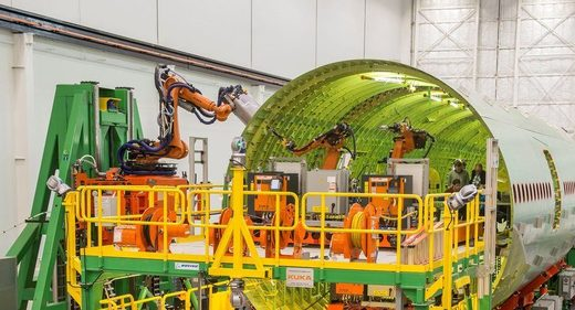 Horrible, expensive failure: Boeing abandons robots on 777 fuselage assembly, hands job back to human machinists