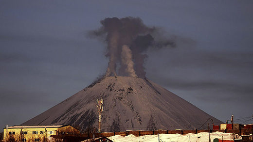 Eruption warning for Russian city as volcano Avachinsky sitting on the Pacific ring of fire wakes up