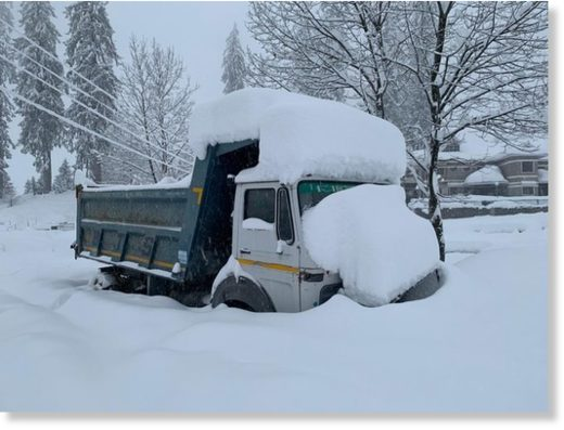 A snow-covered truck trapped in the Solang valley.