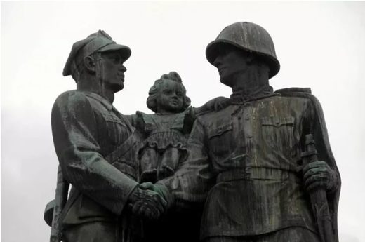 poland russia soldiers monument ww2