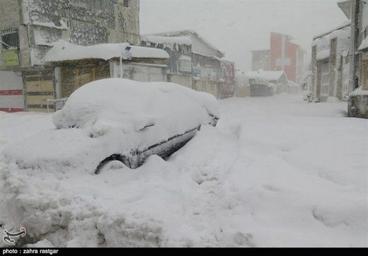 Severe snowstorms in northern Gilan province, which in some areas have reached a thickness of over two meters, have killed 7 and injured about 80 people