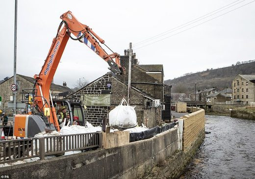 Yesterday in Mytholmroyd, West Yorkshire, officials were seen desperately trying to prepare for Storm Dennis by using sandbags as flood defences