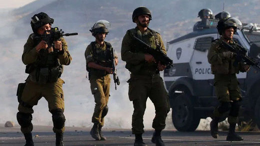 Israeli soldiers fire at Palestinians