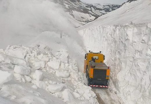 Record snow in India