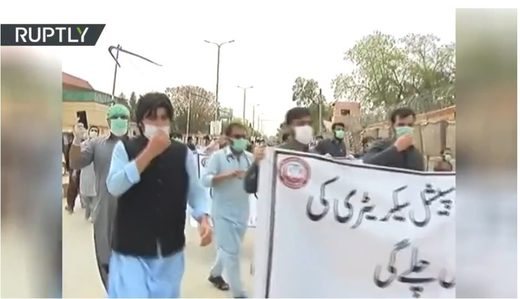 pakistani doctors protest protective gear covid-19