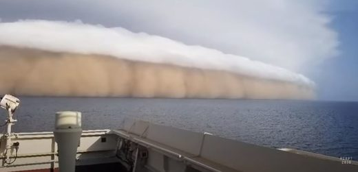 Shelf cloud near Saudi Arabia
