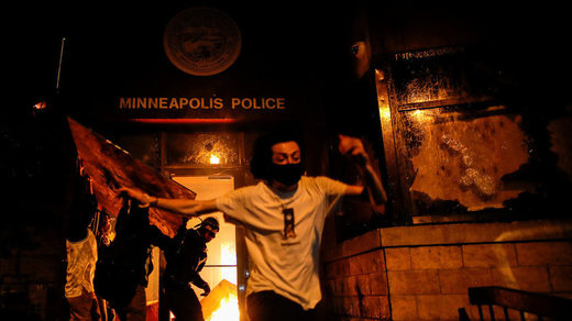 rioters police station minneapolis