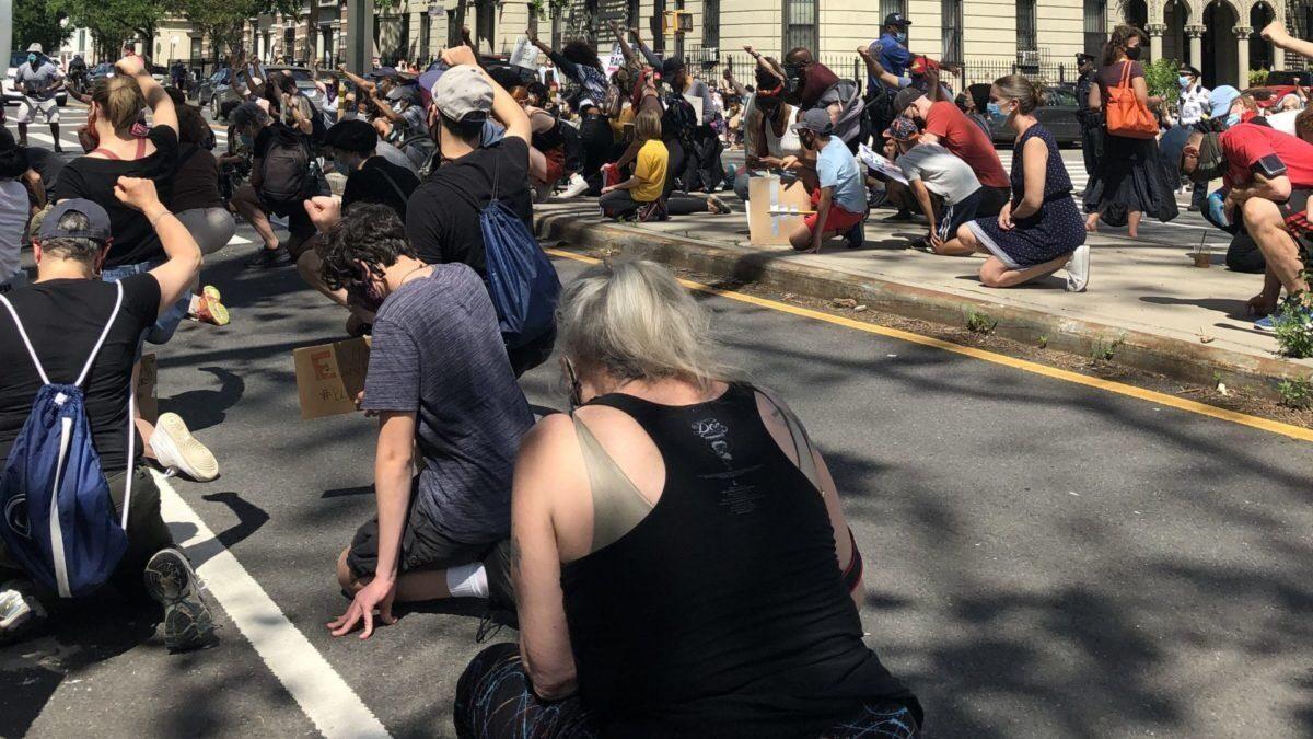 SJWs_kneeling_protest.jpg