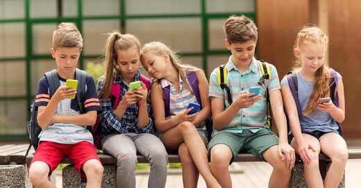 kids on cellphones