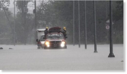 In Apodaca, the fire service had to tow an ambulance which got stuck in the floods