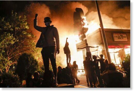 rioting Minneapolis