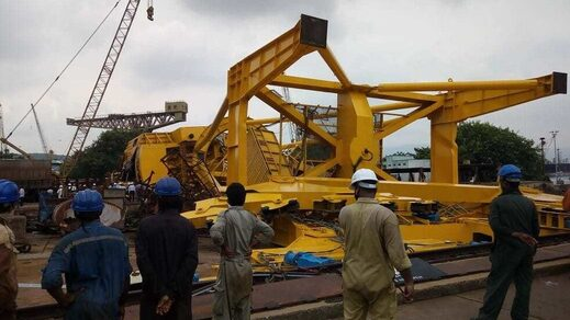 Giant crane crash in India