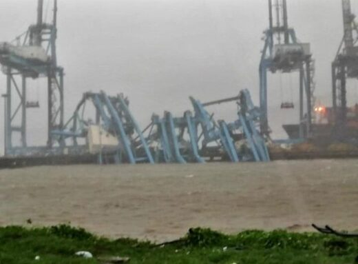 Cranes collapse in Mumbai