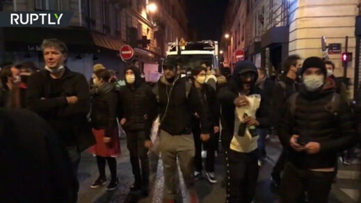 paris protests curfew