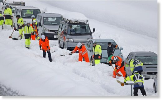 Vehicles are stranded on the snow-covered Kanetsu expressway in Niigata Prefecture on Friday.