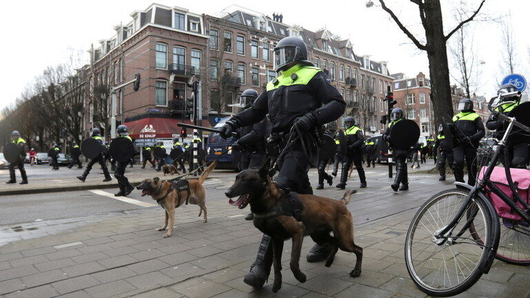 Lockdown protests across Netherlands met with water cannons & tear gas, descends into clashes, arson and mass arrests