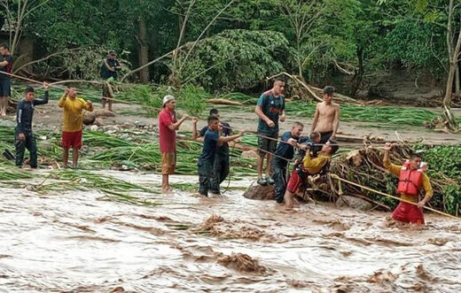Rescuers brave floodwaters in Honduras to rescue people trapped by Hurricane Eta's rains on November 6, 2020