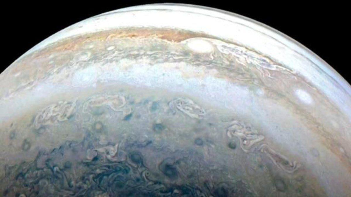 Spacerock crashing into Jupiter registered by Juno's instruments
