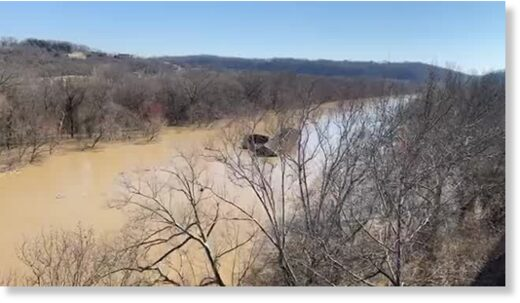 Loose marina floats down Kentucky River
