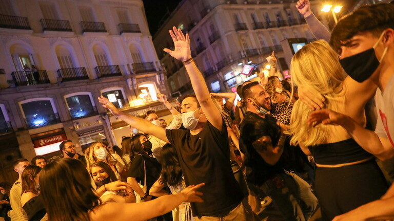 Street parties erupt in Spain as government lifts six month curfew, regions consider REIMPOSING own lockdown restrictions