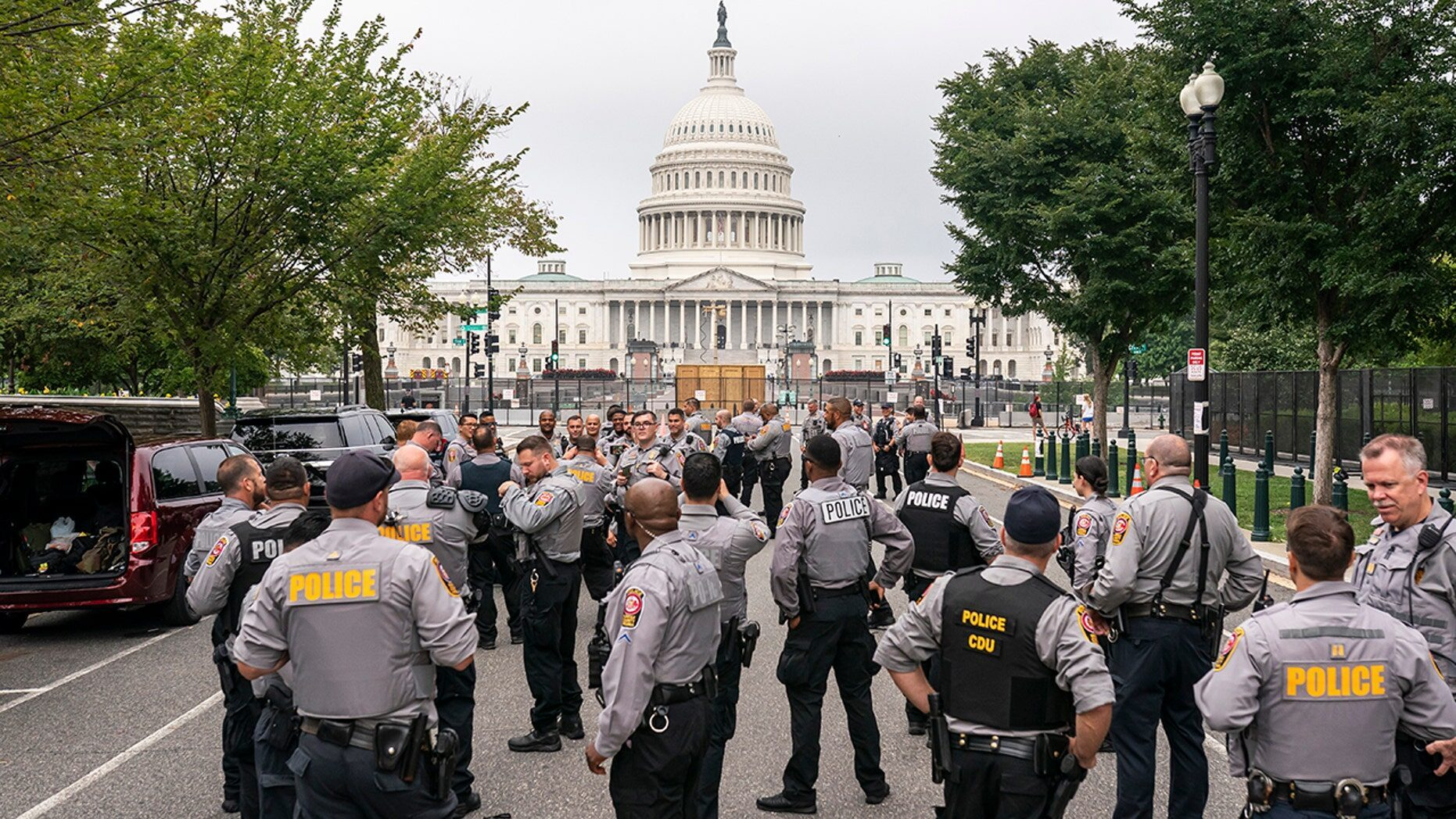 Police and media OUTNUMBER 'Justice for J6' protesters at Capitol Hill rally -- Society's Child -- Sott.net