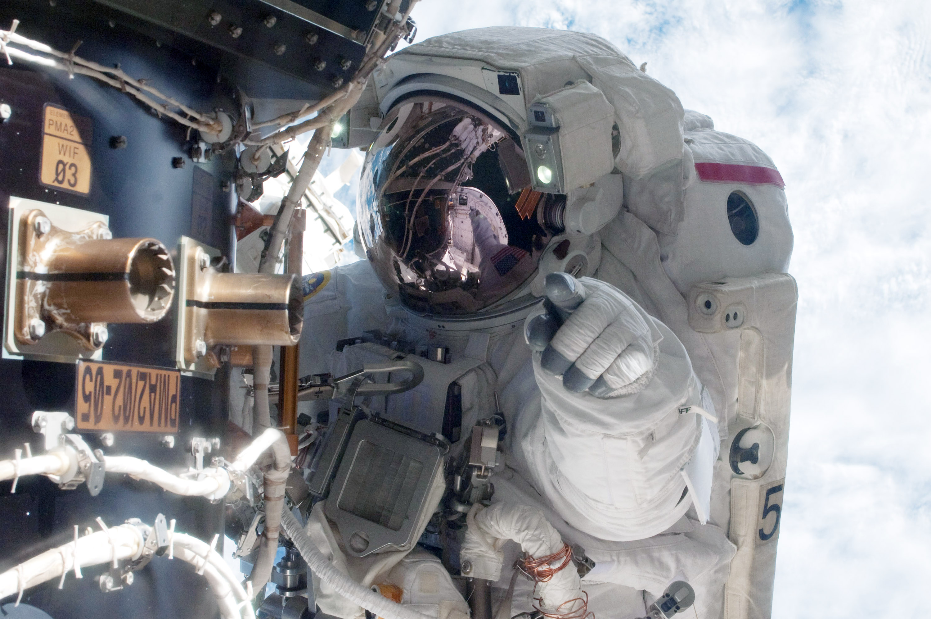 NASA Laptop Stolen With Command Codes That Control Space Station