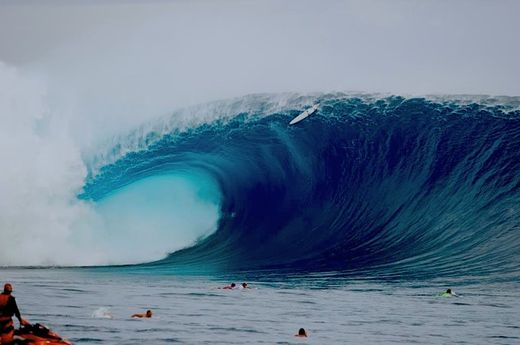 Huge surf Wave