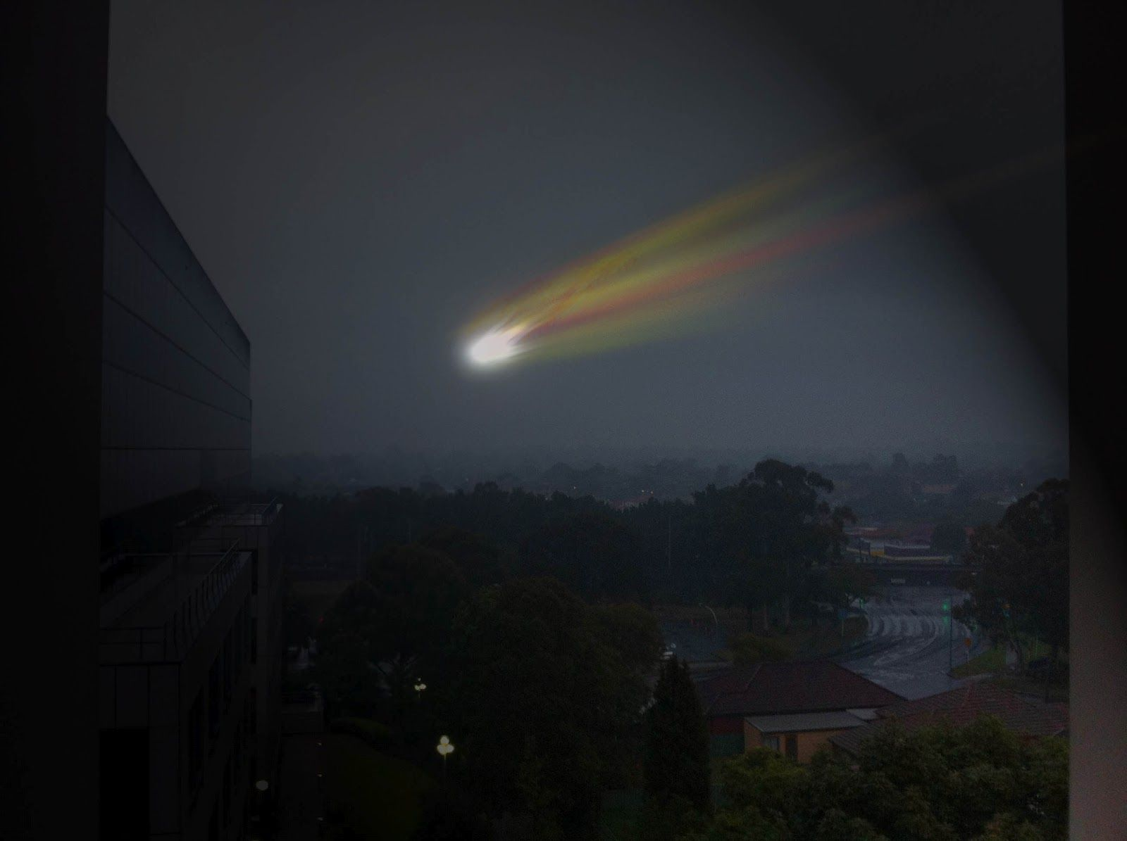 Large bright fireball with orange-green tail breaks apart ...