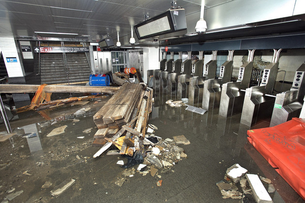 $600 Million Dilemma: NYC Subway-Station-Turned-Fish-Tank