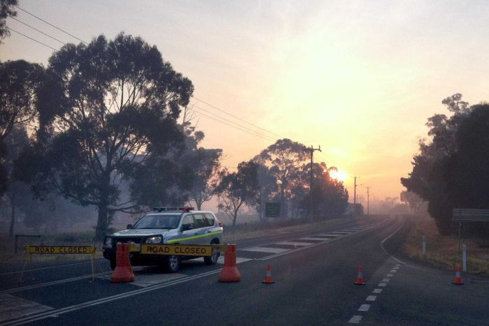 Thousands stranded as crews continue to battle Tasmania bushfires