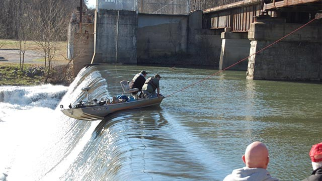 Tennessee fisherman rescued after dangling over dam for three hours