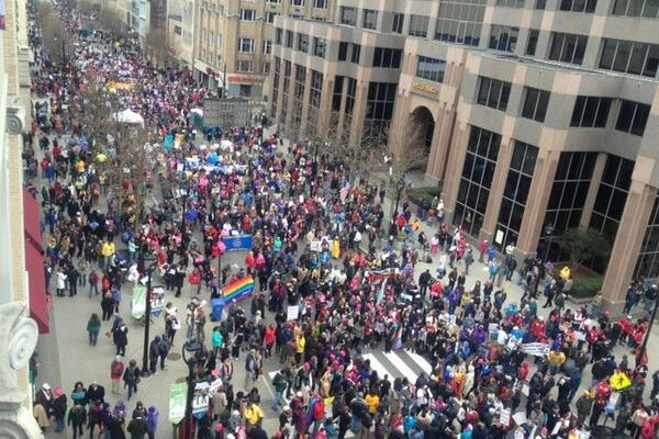 100,000 protest against austerity cuts in North Carolina