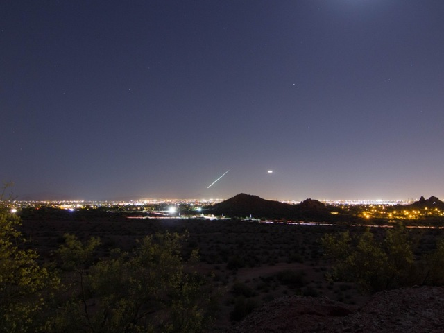 "Meteor lights up Phoenix skies - ""fireball falling from ..."